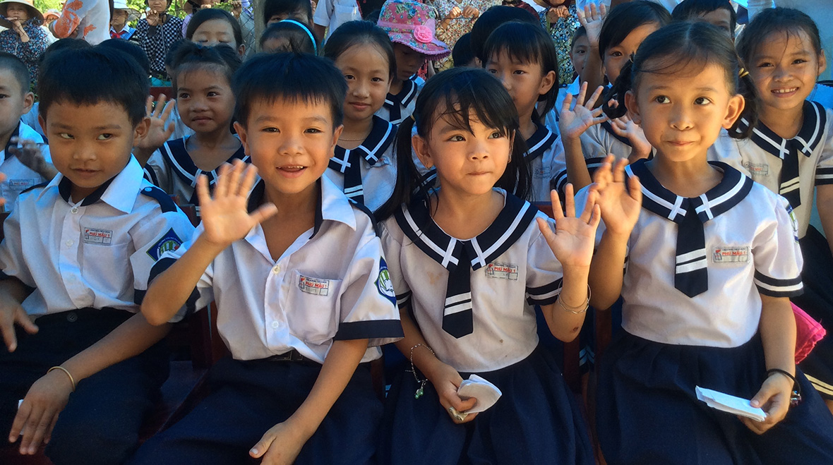 Students at Phú Mậu Elementary School Receive Scholarships and Study Corners